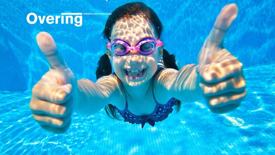 5 juegos fáciles y divertidos para enseñar a tus hijos a nadar