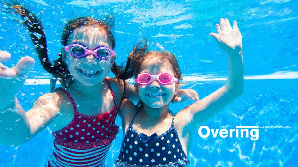 Cómo enseñar a nadar a tus niños en la piscina